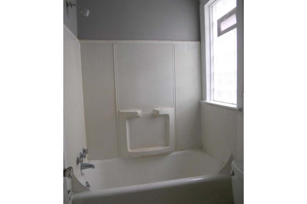 Tremont Place Apartments - Kenmore NY Tub